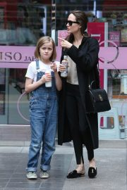 Angelina Jolie out the day with daughter in Los Angeles 2019/04/28 6