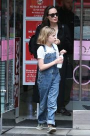 Angelina Jolie out the day with daughter in Los Angeles 2019/04/28 8