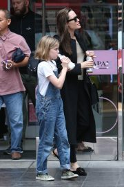 Angelina Jolie out the day with daughter in Los Angeles 2019/04/28 9