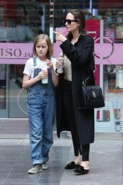 Angelina Jolie out the day with daughter in Los Angeles 2019/04/28 12