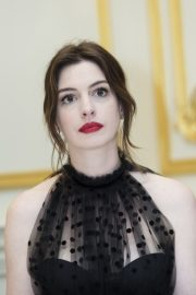 """Anne Hathaway at """"The Hustle"""" Press Conference in New York 2019/04/28 1"""