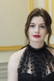 """Anne Hathaway at """"The Hustle"""" Press Conference in New York 2019/04/28 7"""