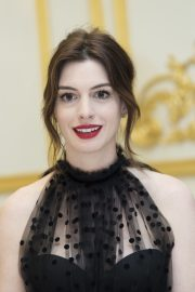 """Anne Hathaway at """"The Hustle"""" Press Conference in New York 2019/04/28 11"""