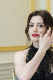"""Anne Hathaway at """"The Hustle"""" Press Conference in New York 2019/04/28 14"""