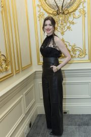 """Anne Hathaway at """"The Hustle"""" Press Conference in New York 2019/04/28 17"""