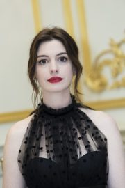 """Anne Hathaway at """"The Hustle"""" Press Conference in New York 2019/04/28 19"""