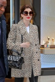 Anne Hathaway Out in New York 2019/04/28 1