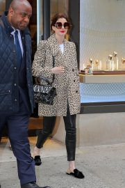 Anne Hathaway Out in New York 2019/04/28 4