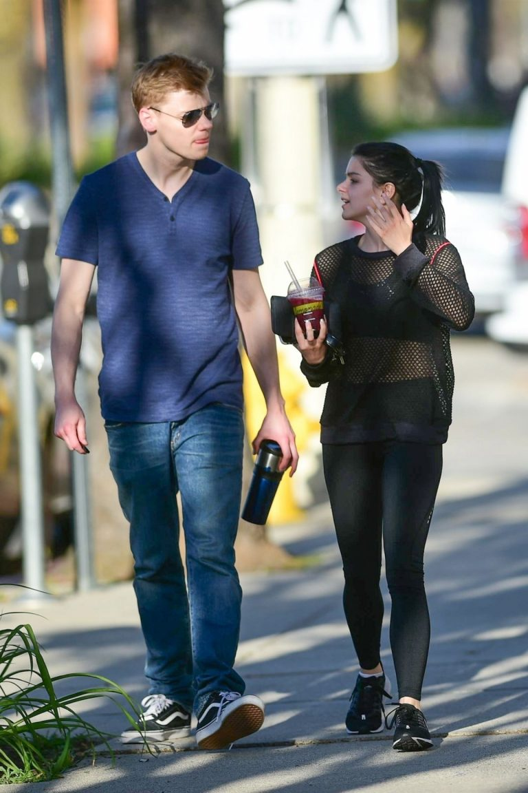 Ariel Winter and Levi Meaden Out in Studio City 2019/04/19 1