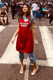 Blanca Blanco Serving Meal for Homeless in Los Angeles 2019/04/19 2