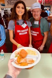 Blanca Blanco Serving Meal for Homeless in Los Angeles 2019/04/19 4