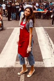 Blanca Blanco Serving Meal for Homeless in Los Angeles 2019/04/19 7
