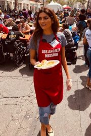 Blanca Blanco Serving Meal for Homeless in Los Angeles 2019/04/19 9