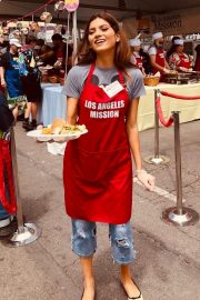 Blanca Blanco Serving Meal for Homeless in Los Angeles 2019/04/19 11