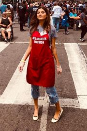Blanca Blanco Serving Meal for Homeless in Los Angeles 2019/04/19 12