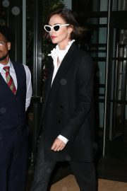 Charlize Theron Out a Midtown Hotel in New York 2019/04/30 3