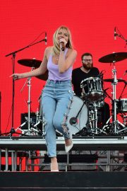Danielle Bradbery Performs onstage Day 3 of the Stagecoach Music Festival in Indio 2019/04/28 8