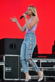 Danielle Bradbery Performs onstage Day 3 of the Stagecoach Music Festival in Indio 2019/04/28 25