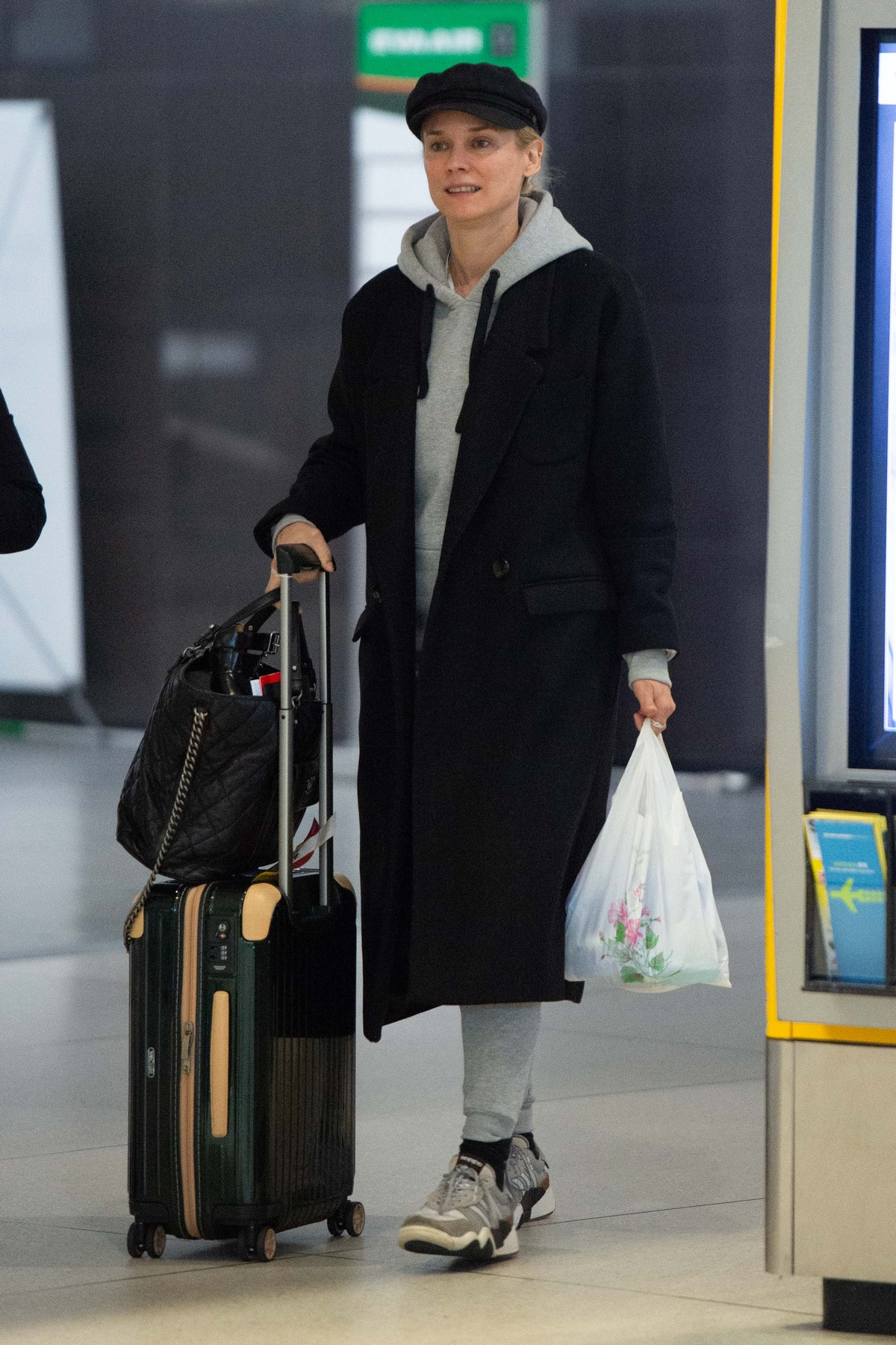 Diane Kruger Arrives at JFK Airport with her mother in New York 2019/04/29 1