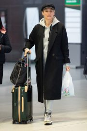 Diane Kruger Arrives at JFK Airport with her mother in New York 2019/04/29 3