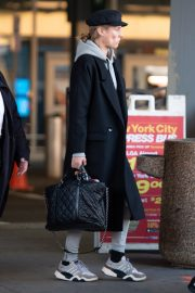 Diane Kruger Arrives at JFK Airport with her mother in New York 2019/04/29 8