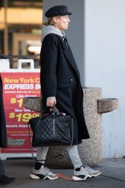 Diane Kruger Arrives at JFK Airport with her mother in New York 2019/04/29 9