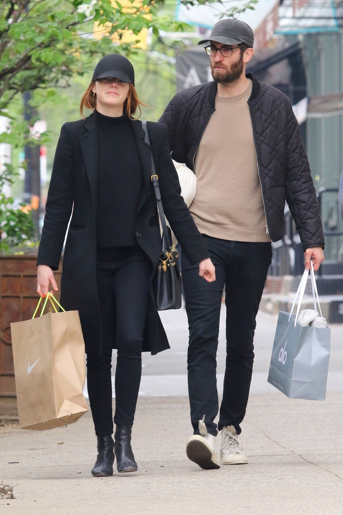 Emma Stone Shopping Out in New York 2019/04/30 1