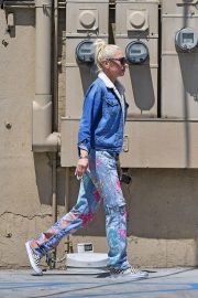 Gwen Stefani at a Nail Salon in Beverly Hills 2019/04/24 2
