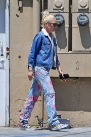 Gwen Stefani at a Nail Salon in Beverly Hills 2019/04/24 3