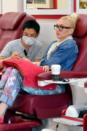 Gwen Stefani at a Nail Salon in Beverly Hills 2019/04/24 6