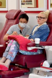 Gwen Stefani at a Nail Salon in Beverly Hills 2019/04/24 7
