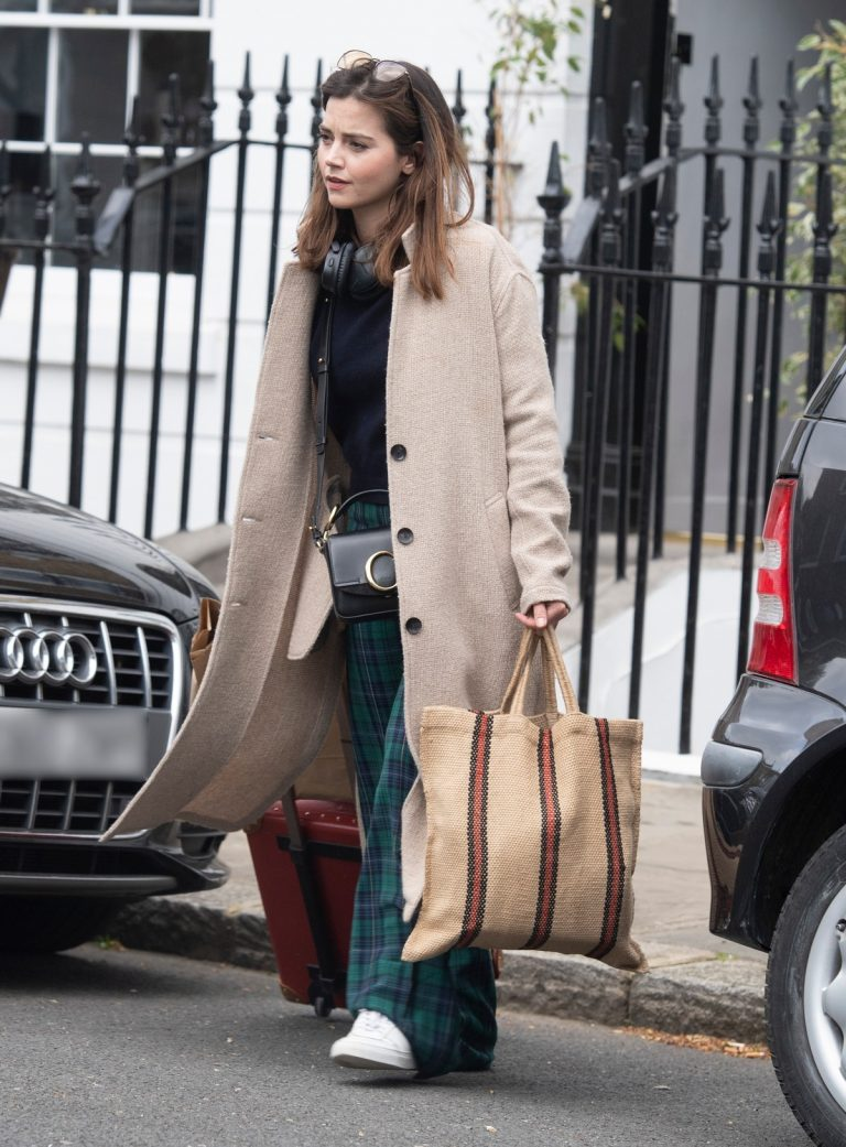 Jenna Coleman Shopping Out in London 2019/04/30 1
