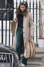 Jenna Coleman Shopping Out in London 2019/04/30 4