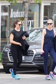 Jennifer Garner at going for coffee after hitting the Gym in Brentwood 2019/04/27 6