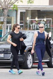 Jennifer Garner at going for coffee after hitting the Gym in Brentwood 2019/04/27 17