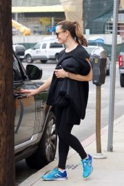 Jennifer Garner at going for coffee after hitting the Gym in Brentwood 2019/04/27 29