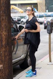 Jennifer Garner at going for coffee after hitting the Gym in Brentwood 2019/04/27 31