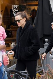 Jennifer Garner at going for coffee after hitting the Gym in Brentwood 2019/04/27 42