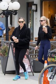 Jennifer Garner at going for coffee after hitting the Gym in Brentwood 2019/04/27 46