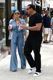 Jennifer Lopez and Alex Rodriguez Out for Lunch in Miami 2019/04/20 4