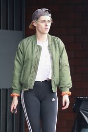 Kristen Stewart Out at A Nail Salon in Hollywood 2019/04/29 1