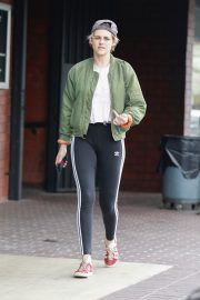 Kristen Stewart Out at A Nail Salon in Hollywood 2019/04/29 8