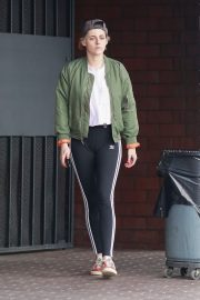 Kristen Stewart Out at A Nail Salon in Hollywood 2019/04/29 11