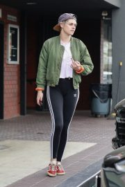 Kristen Stewart Out at A Nail Salon in Hollywood 2019/04/29 12