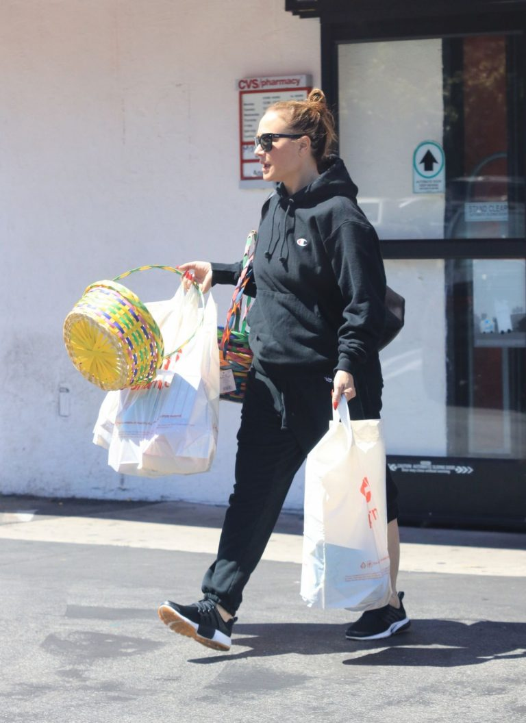 Leah Remini Shopping at CVS in Los Angeles 2019/04/20 1