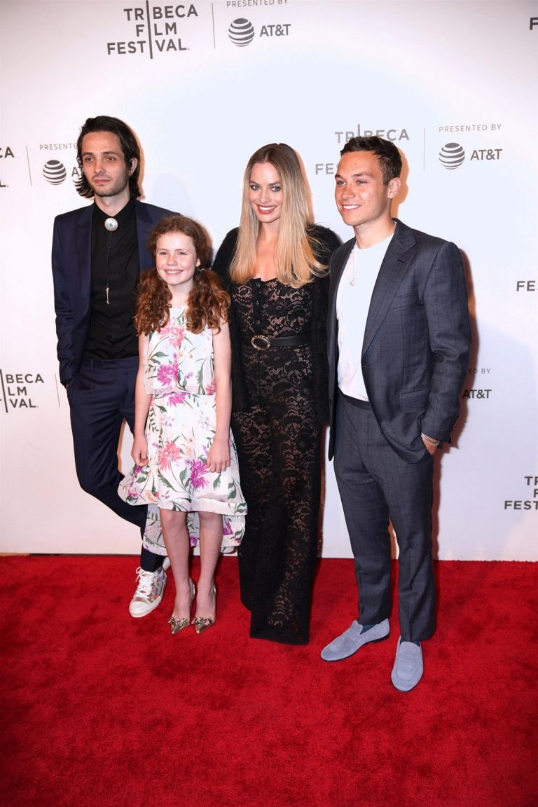 """Margot Robbie at """"Dreamland"""" Premiere During the 2019 Tribeca Film Festival in New York City 2019/04/28 1"""