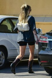 Miley Cyrus Out and About in Studio City 2019/04/25 6