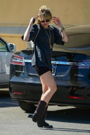 Miley Cyrus Out and About in Studio City 2019/04/25 12
