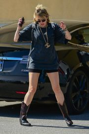 Miley Cyrus Out and About in Studio City 2019/04/25 13
