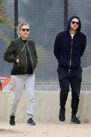 Pregnant Kate Mara and Jamie Bell Out in Silver Lake 2019/04/20 4